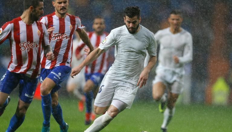 Uniforme de Real Madrid se despinta por la lluvia